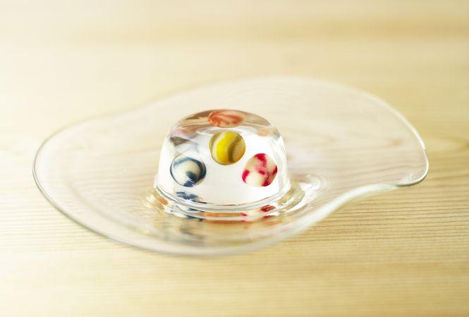 とらやとミントデザインズがコラボした和菓子「びーどろ玉」が再度発売決定!