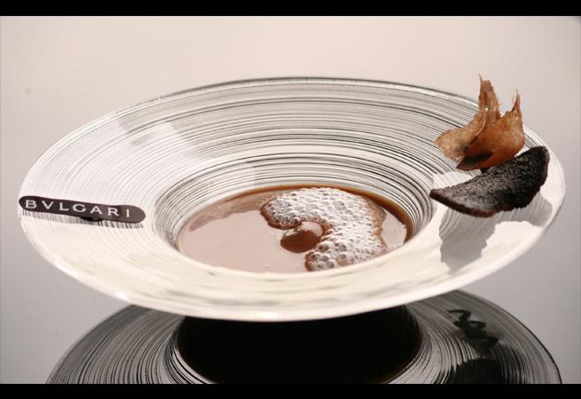暑い夏をおいしく彩るブルガリ イル・カフェの「チョコレートスープ」
