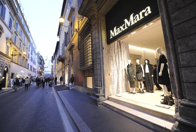 マックスマーラ、ローマにある旗艦店リニューアルを記念してアイコンバッグ発売