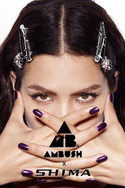 AMBUSH® とSHIMAが初コラボ! ローズモチーフの妖艶なヘアアクセサリーを発表