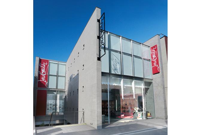 クリスチャン ルブタンの青山旗艦店がオープン!