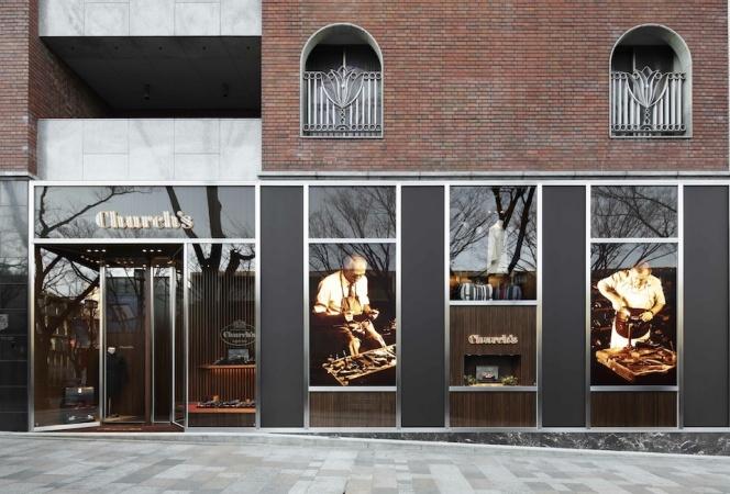 英国の老舗ブランド、チャーチの日本初旗艦店が表参道にオープン