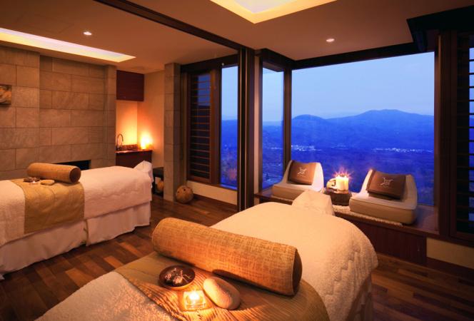 夏の高原リゾートは赤倉観光ホテルでスパ&森林セラピーを