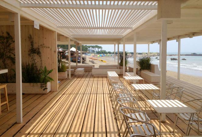 葉山の白いビーチハウス「Café de Ropé La mer」7月5日(土)オープン!