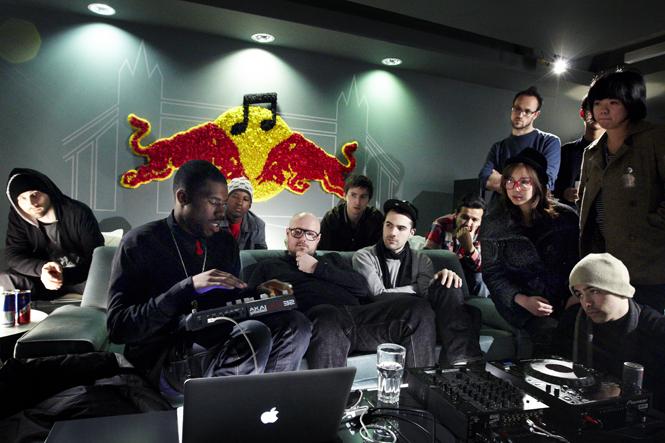 2013年ニューヨークにて、RBMA卒業生のひとり、フライング・ロータスによるレクチャー風景 © Thomas Butler / Red Bull Content Pool