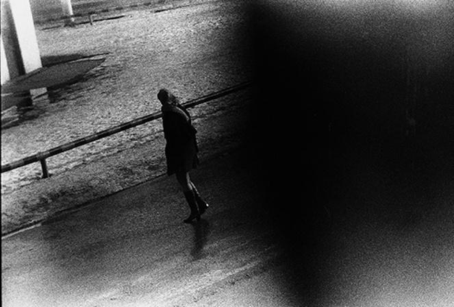 森山大道が太宰治にオマージュを捧げた写真展『DAZAI』がAMにて開催