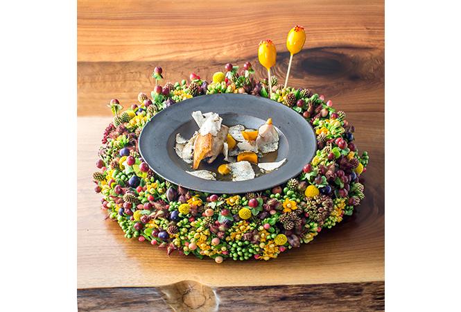 料理と花のクリエイティブな共演。アンダーズ タヴァンで秋のフラワーダイニングを開催
