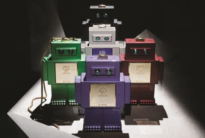 プレイフルなデザインで注目度大! MCMからロボット型のバッグコレクションが登場