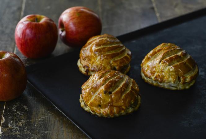 期間限定! りんごを丸ごと包みこんだパリの人気のヴィエノワズリーが登場
