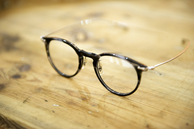 「Graphpaper」が「OLIVER PEOPLES」別注カラーを発売