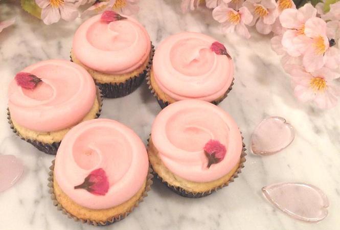 マグノリアベーカリーから桜が香る春限定「サクラカップケーキ」が登場!