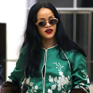 Rihanna seen leaving an office building New York City tonight.  Pictured: Rihanna Ref: SPL1253772  280316   Picture by: Splash News  Splash News and Pictures Los Angeles:	310-821-2666 New York:	212-619-2666 London:	870-934-2666 photodesk@splashnews.com