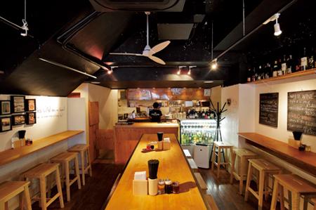 gyoza bar comme a paris numero tokyo. Black Bedroom Furniture Sets. Home Design Ideas