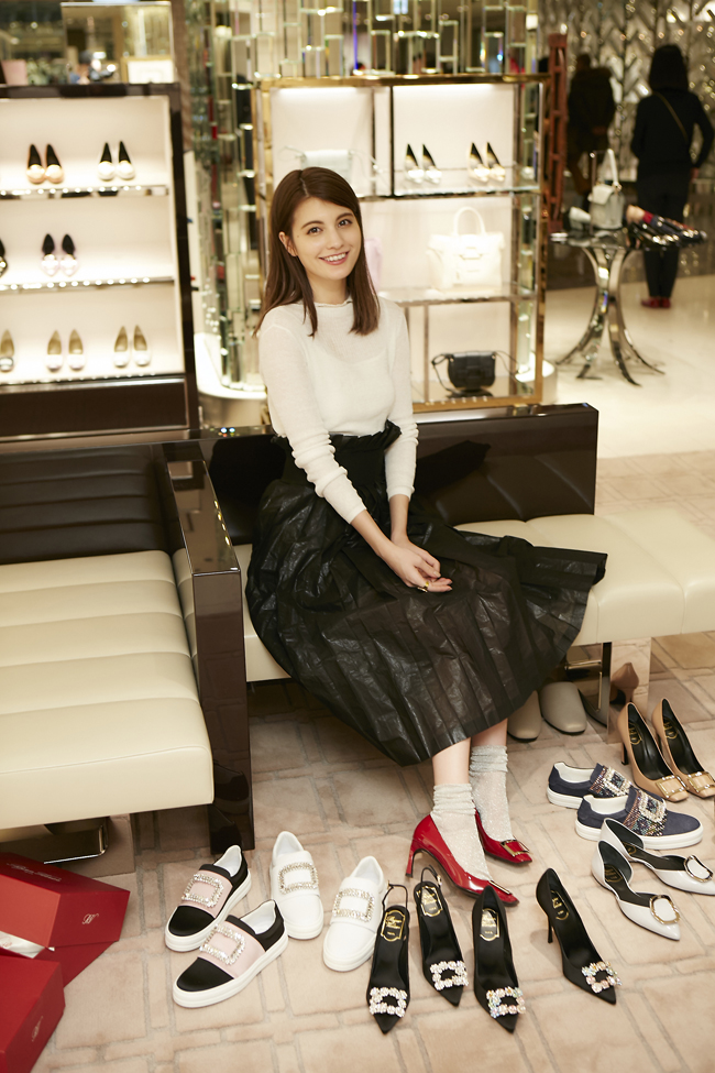 rogervivier_maggy_main