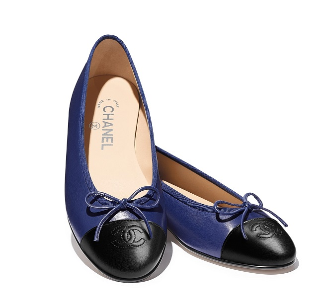 05_Two-tone-ballerinas-in-navy-blue-and-black-leather_LD