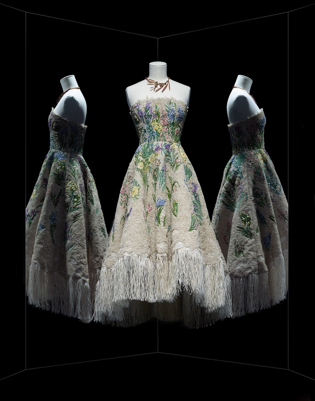 DIOR_ROBE_ESSENCE_DHERBIER_CREDITS_PHOTO_NICHOLAS_ALAN_COPE