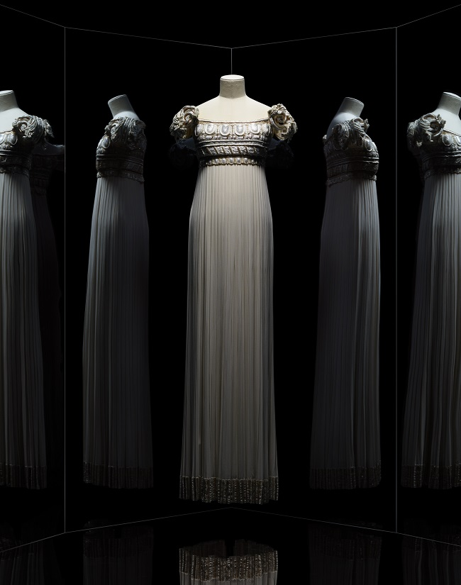 DIOR_ROBE_PALLADIO_CREDITS_PHOTO_NICHOLAS_ALAN_COPE