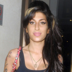 EXCLUSIVE PICTURES -   WORLD RIGHTS - Amy Winehouse visits her producer friend Mark Ronson at the Mayfair Hotel. Amy was in a good mood when she arrived and stopped and posed for photographers. London, Uk. 15/04/2010  BYLINE MARK MILAN/BIGPICTURESPHOTO.COM: 001A/MRM  USAGE OF THIS IMAGE OR COPY WRITTEN THAT IS BASED ON THE CAPTION, IS CONDITIONAL UPON THE ACCEPTANCE OF BIG PICTURES'S TERMS AND CONDITIONS, AVAILABLE AT WWW.BIGPICTURESPHOTO.COM