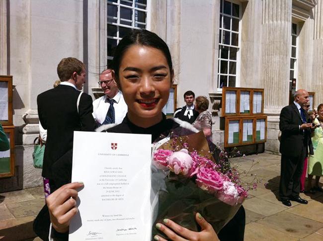ケンブリッジ大学を卒業。