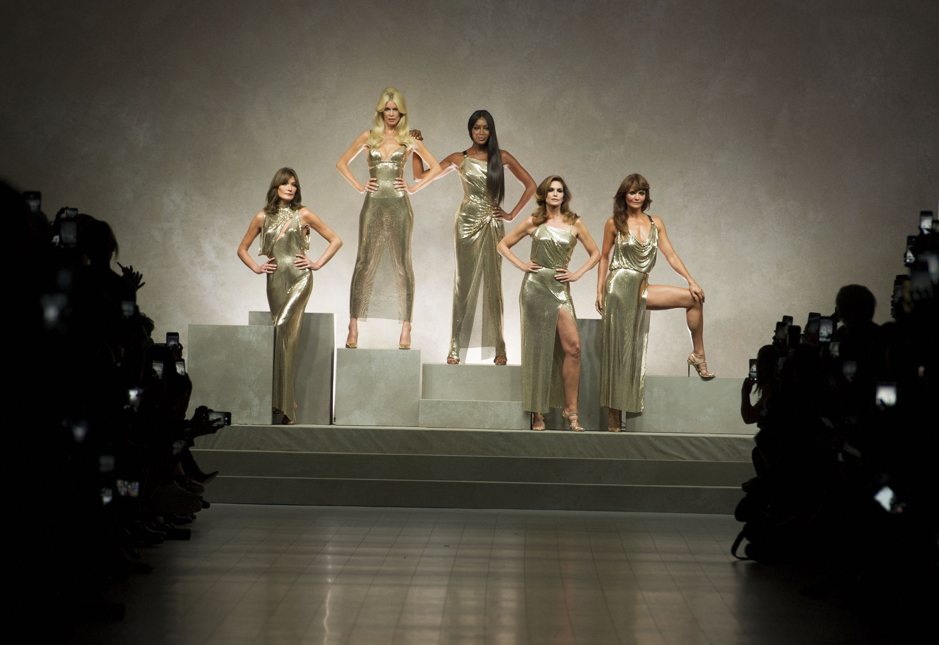 versace_women_ss18_tableau_lr