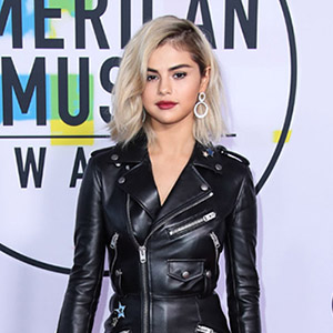 LOS ANGELES, CA, USA - NOVEMBER 19: Singer Selena Gomez wearing Coach with Roberto Coin jewelry arrives at the 2017 American Music Awards held at the Microsoft Theatre L.A. Live on November 19, 2017 in Los Angeles, California, United States. (Photo by Xavier Collin/Image Press Agency/Splash News)  Pictured: Selena Gomez Ref: SPL1627080  191117   Picture by: Xavier Collin/IPA/Splash News  Splash News and Pictures Los Angeles:310-821-2666 New York:212-619-2666 London:870-934-2666 photodesk@splashnews.com