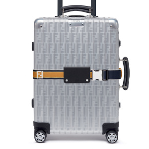 02_FENDI-and-RIMOWA-trolley