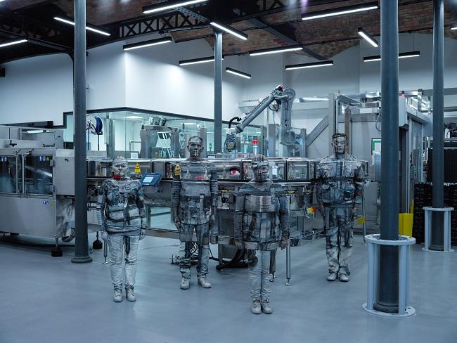 コラボ作品「Disgorgement Production Line with Workers」