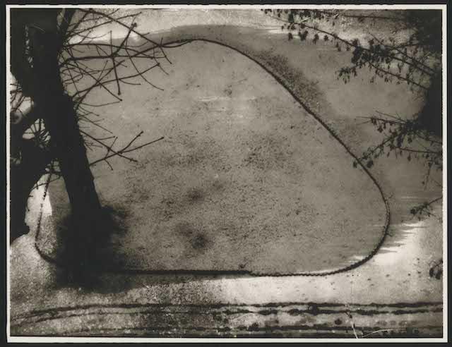 『Adrienne sous la neige』 © Sarah Moon