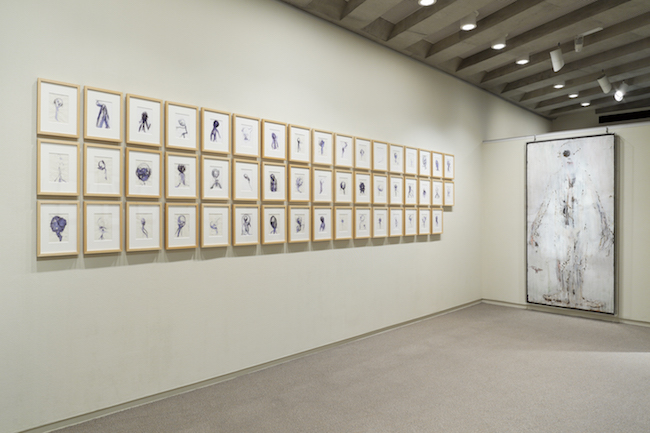大巻伸嗣 Untitled 1996~1998年(ちひろ美術館・東京の展示風景)(c)Shinji Ohmaki Studio 撮影:椎木静寧