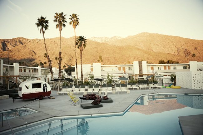 カリフォルニア州パームスプリングスの「エース ホテル&スイム クラブ」