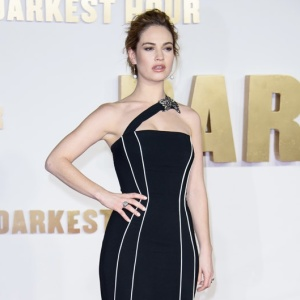 Lily James attends the 'Darkest Hour' Film Premiere at the Odeon Leicester Square on the 11th December, London, United Kingdom. BANG MEDIA INTERNATIONAL FAMOUS PICTURES 28 HOLMES ROAD LONDON NW5 3AB UNITED KINGDOM tel +44 (0) 20 7485 1005 e-mail pictures@famous.uk.com www.famous.uk.com JHMH10161