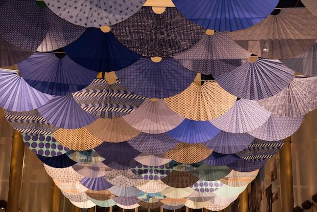 須藤玲子+アドリアン・ガルデール『Fantasy in Japan Blue』(2017年) ジョン・F・ケネディ舞台芸術センター展示風景