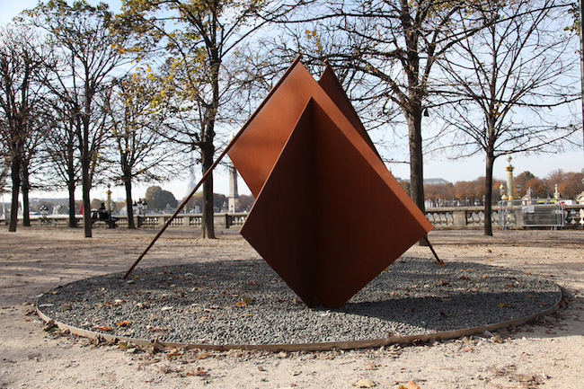 Give more sky to the flags | 2016 Corten steel, stones | 200 x 450 x 210 cm Courtesy of the artist and VNH Gallery, Fondation Francès, Dvir Gallery
