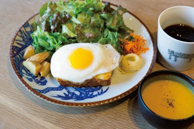 クロックマダム(グリーンサラダ、季節の野菜、季節のスープ、ドリンク付き)¥1,000 ※朝ごはん7:00〜11:00の限定メニュー