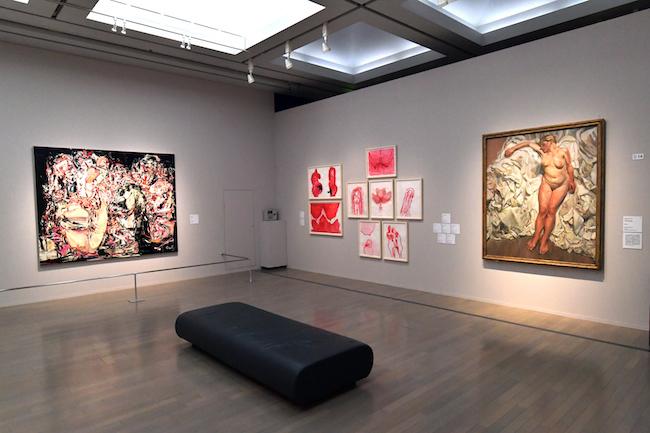展示風景。右手は、ルシアン・フロイド《布切れの側に佇む》。