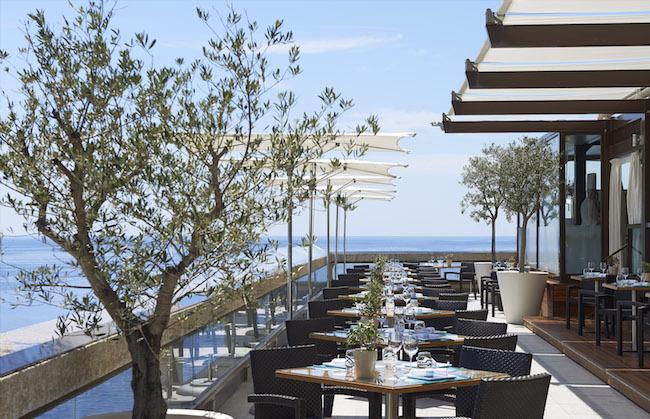 モナコ「フェアモント・モンテカルロ」のレストラン「ホライズン」のテラス席