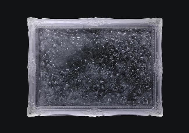 宮永愛子 『life』 樹脂、空気 81 × 110.5 × 9 cm 撮影:宮島径 ©MIYANAGA Aiko Courtesy Mizuma Art Gallery