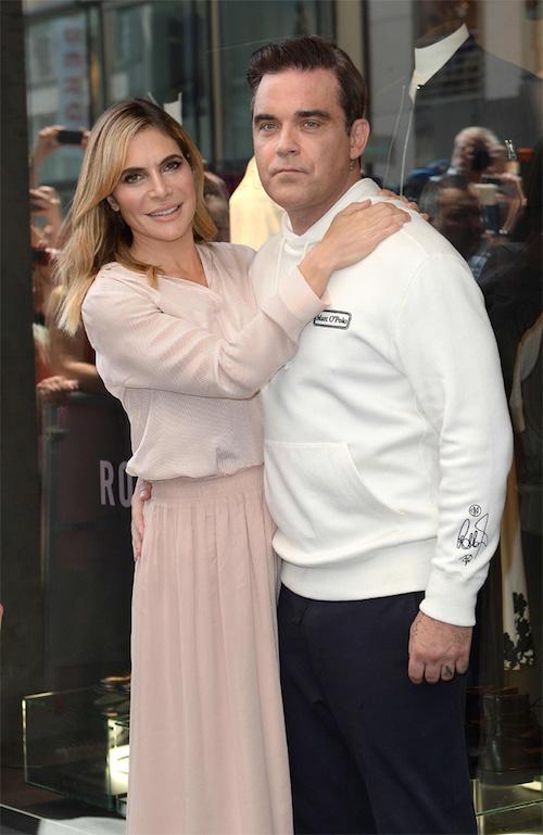 ロビー・ウィリアムズと妻のアイーダ・フィールド。©︎Bang Media International