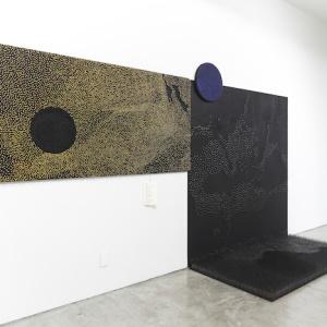 ラッタナ・ヴァンディー Shadow in the Dark, 2015 92.5 x 182.5 x 5.5cm Wood, nails, text