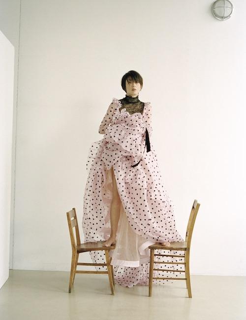 ドレス ¥1,050,000 Valentino(ヴァレンティノ インフォメーション 03-6384-3512)