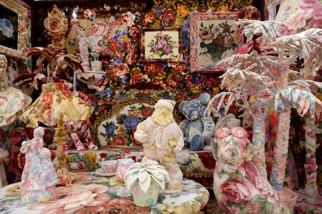 毛布を素材に創作をするアーティスト、江頭 誠の作品『うちの実家でも見たことある! Ah!!rt!!』