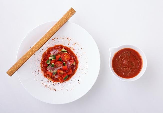 トマトのガスパチョ、サブレ パルメザン