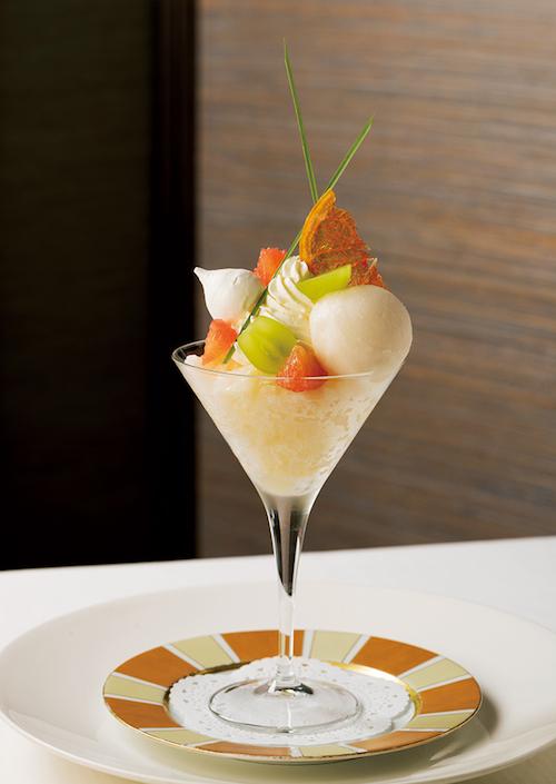グレープフルーツライチ ¥1,800(税・サ別)※8月末で終了。9月1日~10月31日まで「大人の洋梨と栗のパフェ」を提供