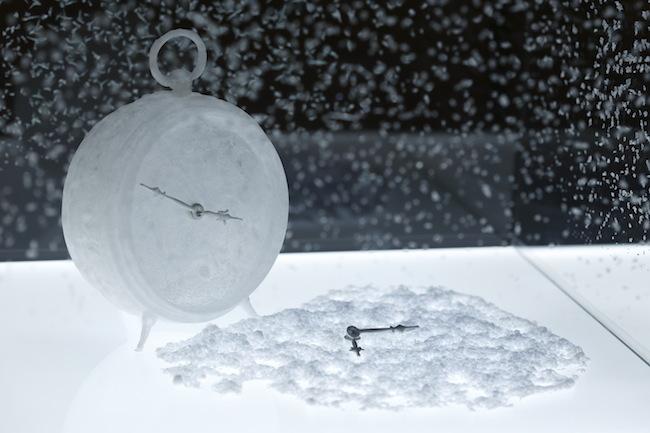[参考画像]宮永愛子『みちかけの透き間 -時計-』(2017) © Miyanaga Aiko Photo: Keizo Kioku Courtesy of Mizuma Art Gallery 写真提供:金沢21世紀美術館