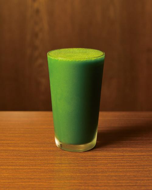 遠藤仁郎博士オリジナルのジュース青汁¥640。お手頃な半分サイズも(¥320)