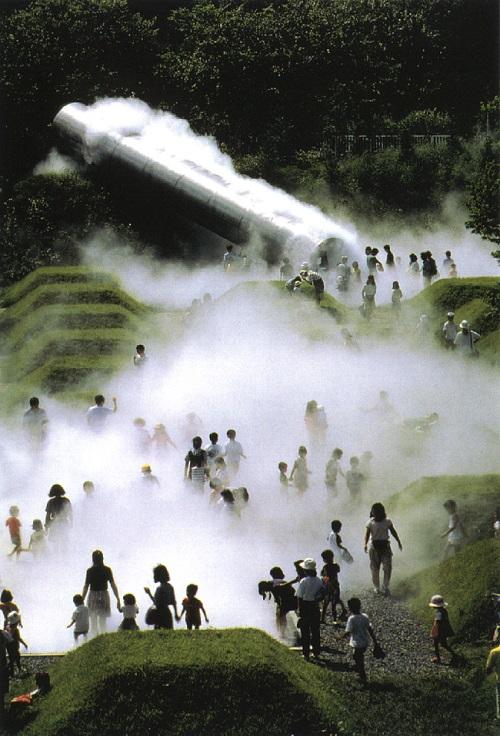 中谷芙二子 《霧の森》1992年 国営昭和記念公園こどもの森  Courtesy of Fujiko Nakaya Photo: Shigeo Ogawa