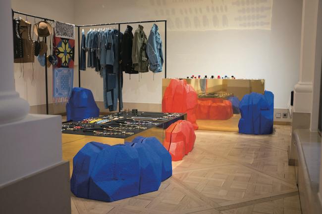 パリで初めて開催した展示会
