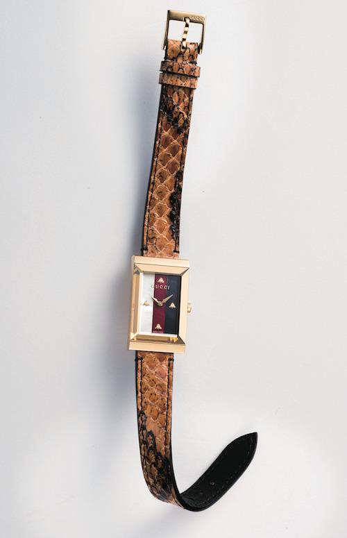 「G-フレーム」21×34mm、YG PVD、スネークスキンストラップ)¥175,000/Gucci(ラグジュアリー・タイムピーシズ ジャパン 03-5766-2030)