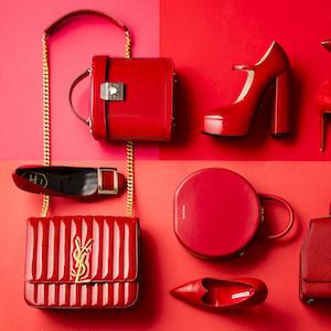 女っぷりを上げる赤いシューズ&バッグ