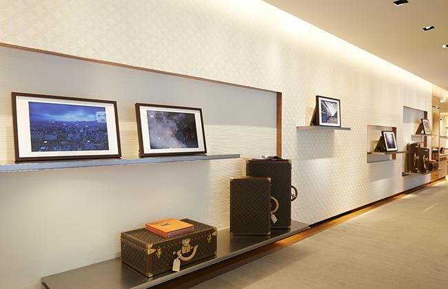 ルイ・ヴィトン 六本木ヒルズ店の展示風景。 ©LOUIS VUITTON / YUME